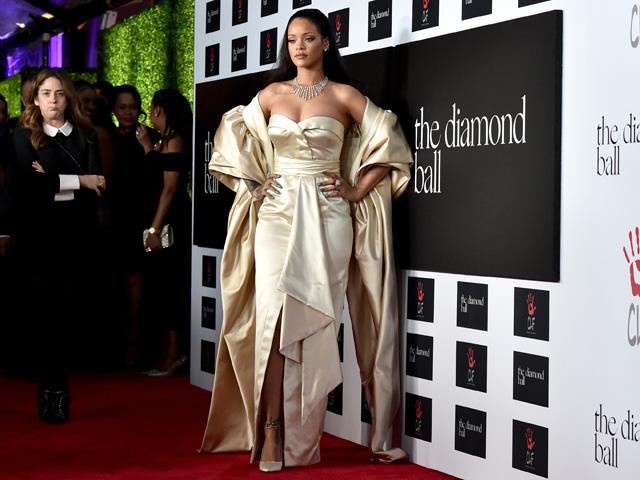 Rihanna a bordo de seu Dior no Diamond Ball