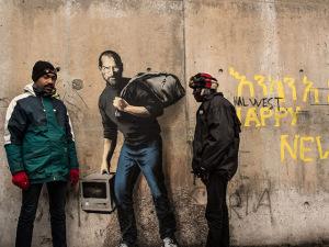 Banksy relembra passado sírio de Steve Jobs em sua nova obra