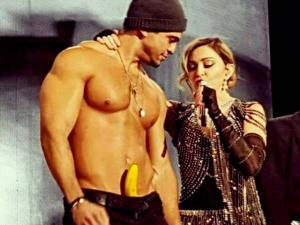 Baiano sensualiza com Madonna em show e causa furor. Ui!