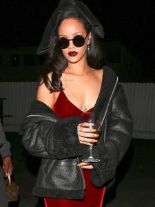 Rihanna ostentação: festa de 6 horas em restaurante na Califórnia