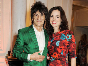 Aos 68, Ronnie Wood, guitarrista dos Rolling Stones, será pai de gêmeos