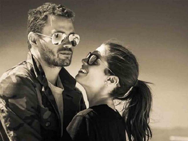 Oliver Ripley e Sara Sampaio em post no Instagram