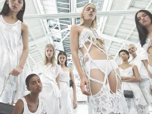 Giovanni Bianco, Carine Roitfeld e gangue de Tisci para o verão 2016 da Givenchy