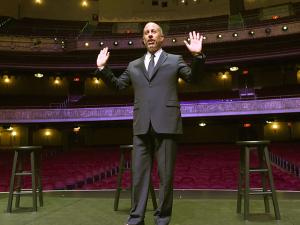 Jerry Seinfeld volta a se apresentar em teatro ícone de Nova York