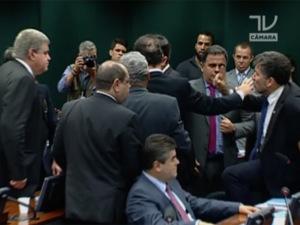 Deputados brigões podem sofrer punições de Corregedoria da Câmara