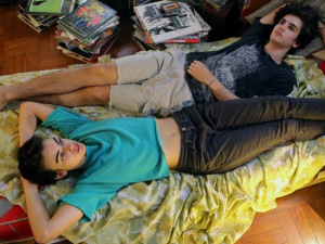"Rock oitentista na veia! Play na trilha de ""Califórnia"", de Marina Person"