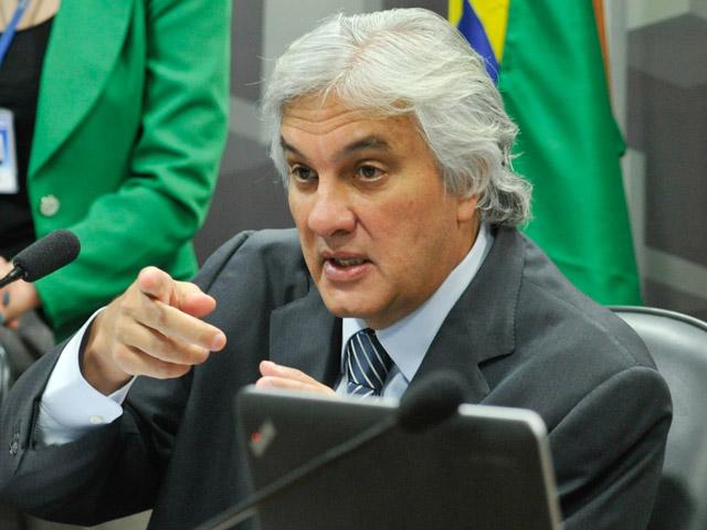 O senador Delcídio Amaral, que está preso em Brasília, não fará, pelo menos por enquanto, delação premiada