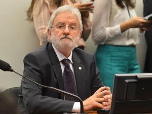 O deputado Ivan Valente deixou o PT e se filiou ao PSOL em 2005