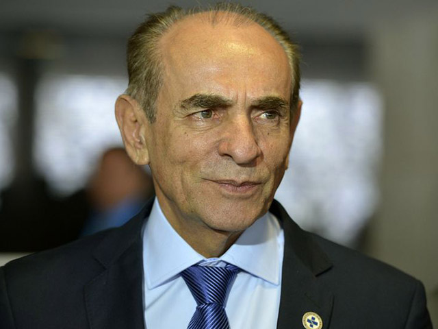 Ministro Marcelo Castro disse a parlamentares que cada dose da vacina custa em torno de 20 euros