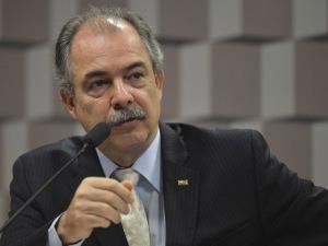 Mercadante conversa com Dilma sobre impeachment