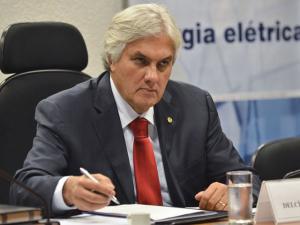Enquete tucana lista prisão de Delcídio como razão para impeachment