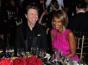 Bowie deixa metade da fortuna para Iman e R$ 4 mi para ex-babá