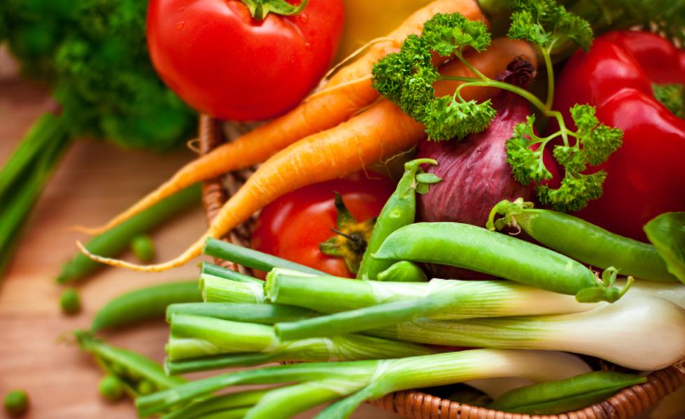"""9° Dieta """"flexitariana"""" - Para quem deseja emagrecer e ainda está pensando em se tornar vegetariano. Nessa dieta, a pedida é consumir mais vegetais e menos carne. Os adeptos da """"flexitariana"""" costumam fazê-la de 3 a 5 dias e substituir as carnes por frutas e vegetais.Nota geral: 3,8"""