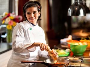 Restaurante de Ana Luiza Trajano completa 10 anos com mudanças