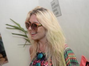 Bárbara Zelnik deixa rastro de charme no sunset da Lacoste Eyewear
