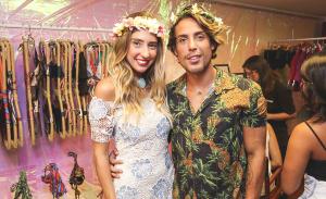 Glamurettes cariocas reunidos em torno de Luiza D'Angelo: pode entrar
