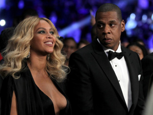 Beyoncé esconde a barriga e rumores de gravidez ressurgem