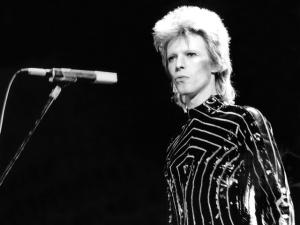 Glamurama presta homenagem a David Bowie com playlist da redação