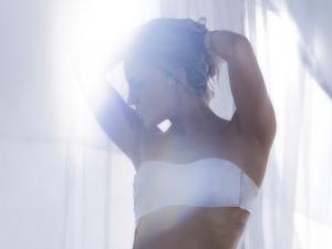 """Claudia Leitte aparece pra lá de sensual no clipe de """"Corazón"""""""