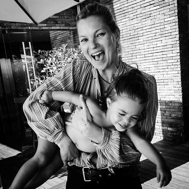 Kate Moss e Maria Eduarda, filha de Paula Bezerra de Mello