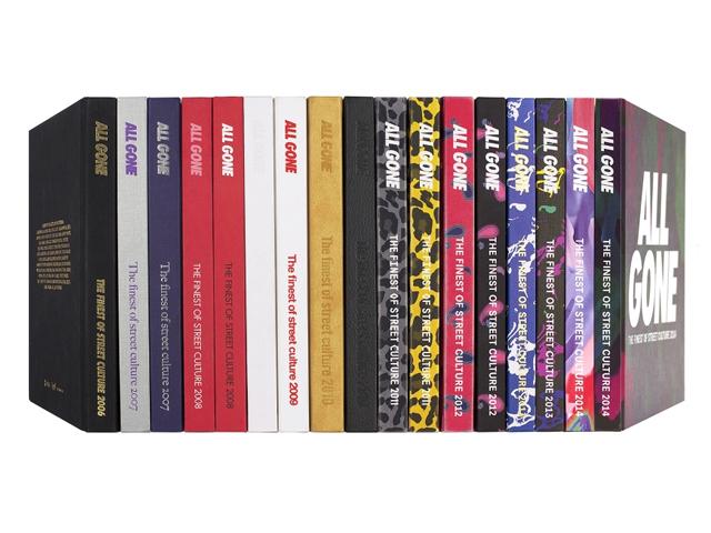 """Todas as edições da """"Bíblia"""" da cultura pop, que desde 2006 traz os hits do ano anterior"""
