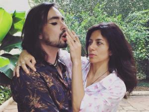 Marina Person dirige novo clipe de Johnny Hooker