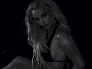Britney Spears faz mistério sensualizando em série de vídeos