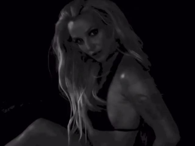 Britney Spears sensual e misteriosa