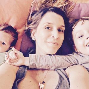 Sarah Oliveira comemora aniversário com post fofo ao lado dos filhos