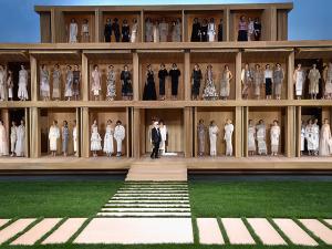 Com Kendall Jenner e Gigi Hadid, a casa de bonecas da Chanel em Paris