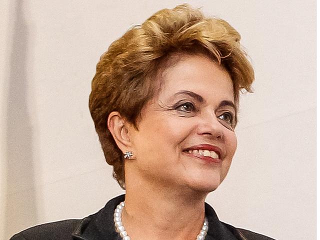 Dilma, em Pernambuco, elogiou atuação política do governador e do prefeito da capital, ambos do PSB