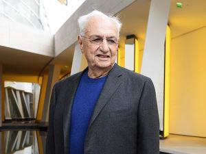 Arquiteto canadense ganha iate de luxo no aniversário de 87 anos