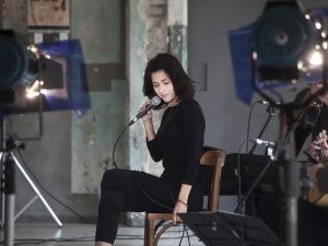 Em primeira mão! Os novos clipes de Marina de La Riva cantando Caymmi
