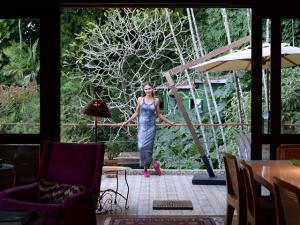 Zazá Piereck abre sua casa no meio da floresta para o Glamurama