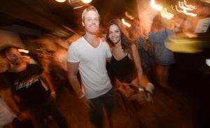 Domingo sem tédio: confira as imagens de mais uma edição da festa Outside
