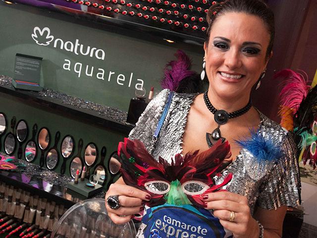 Convidada do Expresso 2222 com maquiagem feita pelo espaço Natura Aquarela