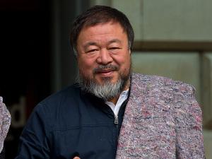 Ai WeiWei vai usar 14 mil coletes salva-vidas em obra pelos refugiados