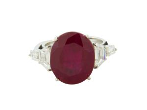 Desejo do Dia: na cor da paixão, o anel de rubi de Silvia Furmanovich