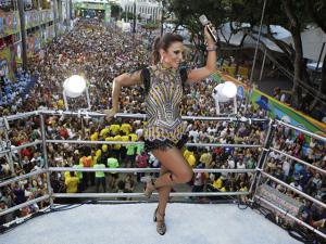Lool assina acessórios usados por Ivete Sangalo no Carnaval 2016