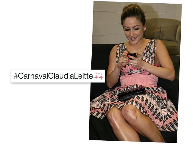 """O coração é uma referência à música """"Corazón"""", novo sucesso de Claudinha"""