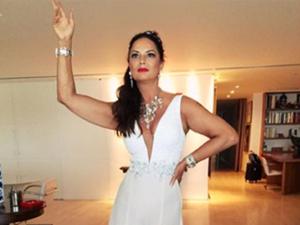 Luiza Brunet reina na Sapucaí em noite de homenagem. Vem ver!