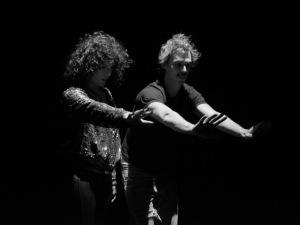 Céu lança clipe dirigido por Esmir Filho com pegada glitch art. Vem!