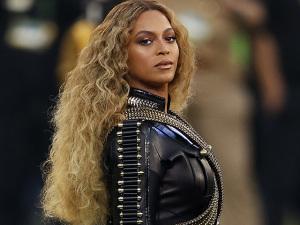 Enquanto isso no Super Bowl… Beyoncé anuncia turnê e treme o planeta pop