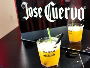 É a vez de Joyce Pascowitch ser homenageada com um drink Jose Cuervo