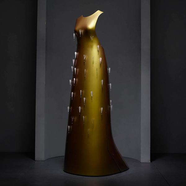 "Vestido Hussein Chalayan - ""Manus x Machina: Fashion in an Age of Technology"""