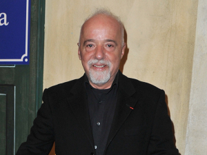 Com fortuna de mais de R$ 1 bi, Paulo Coelho vira vedete de banqueiros
