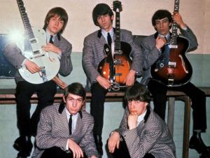 A evolução fashion dos Rolling Stones através das décadas