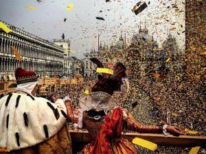 Margherita Missoni curte Carnaval de Veneza em família. Espia só!