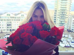 Fiorella Mattheis comemora 28 anos em clima de romance em Londres