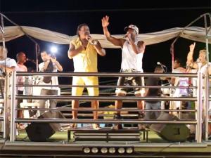 """""""Bota a Cara No Sol"""" é a aposta do É o Tchan para o Carnaval. Play!"""